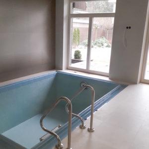 укладка плитки в бассейне в доме
