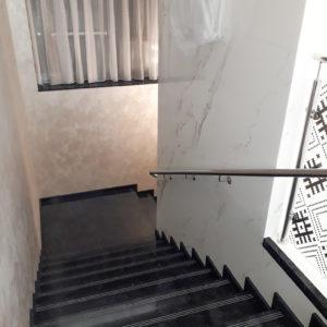 укладка плитки на лестницу, ступеньки, облицовка лестниц плиткой