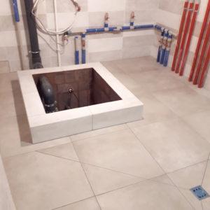 укладка плитки в душе с трапом, купель из плитки