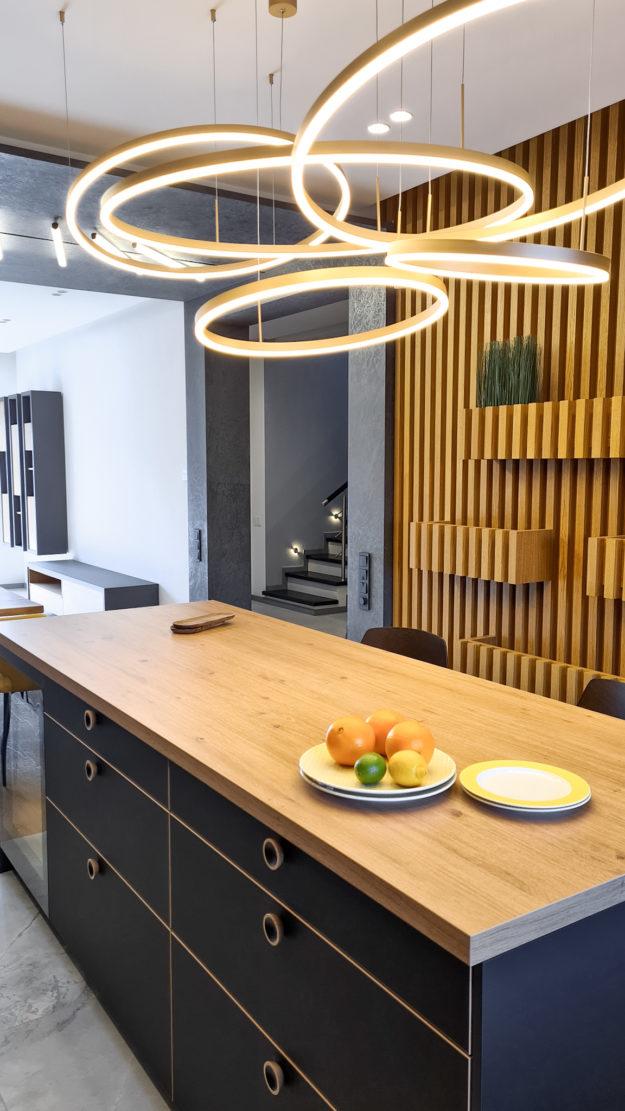 дизайнерский ремонт коттеджа в Минске кухня-гостиная фото